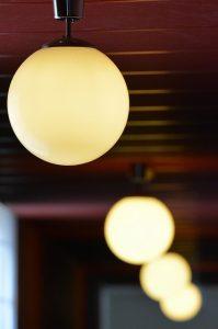 lampy białe kule